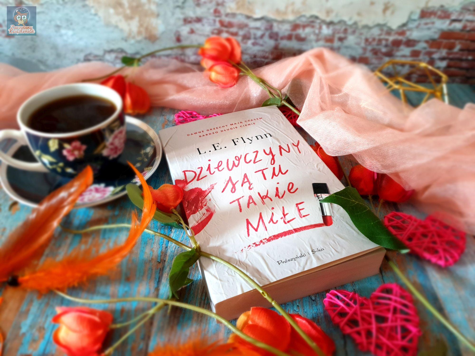 Dziewczyny są tu takie miłe, Laurie Elizabeth Flynn, zaczytanyksiazkoholik.pl